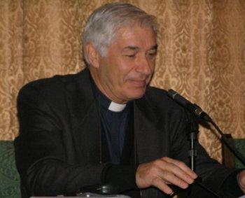 Священник Роберто Джиральдо
