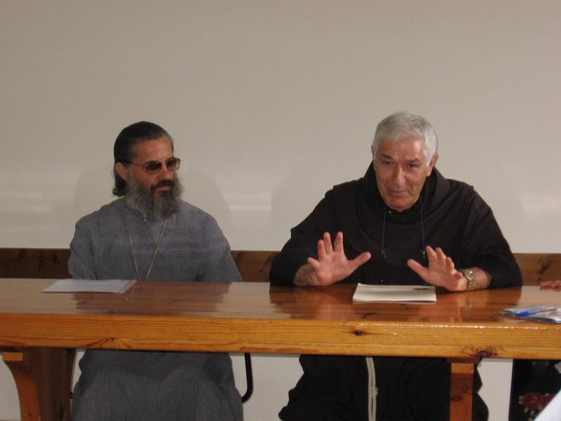 Доклад о. Роберто (справа); слева - о. Николай
